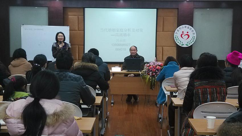 心理学家冯永铭教授参加学术周活动
